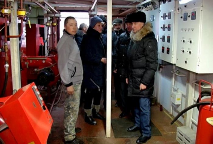 Глава Надымского района пообещал выдать одежду ныдинским погорельцам
