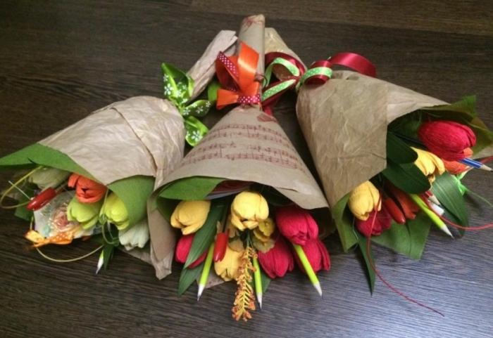 Только цветы и канцелярия: учителям и врачам хотят запретить принимать любые подарки