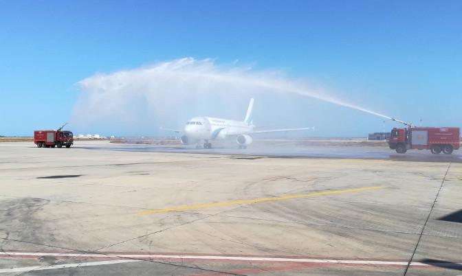 В Тунисе самолету АК «Ямал» устроили салют из воды