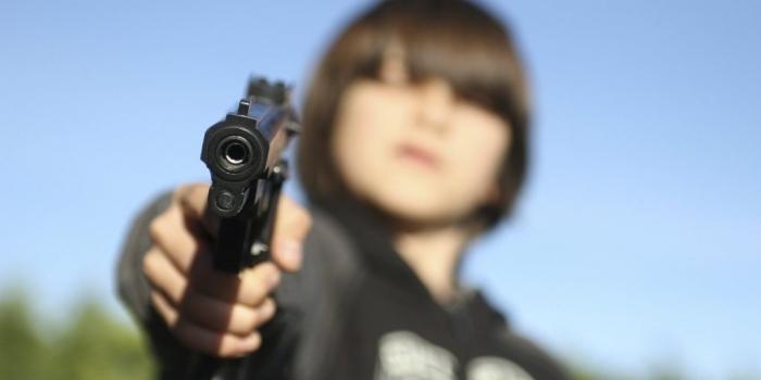 В Новом Уренгое подростки обстреляли 11-летнего мальчика и угрожали зарезать