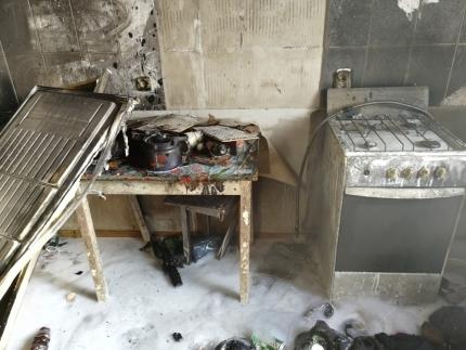 В Тарко-Сале пожарные спасли из огня четырех человек