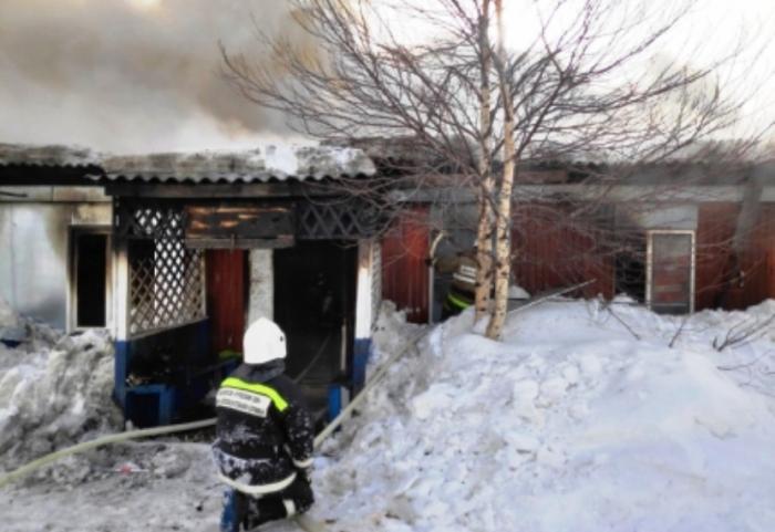 В Пуровском районе произошел пожар в жилом деревянном доме