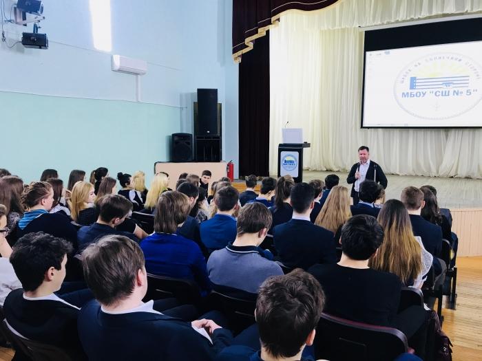 Сбербанк обучил финансовой грамотности более тысячи школьников из Западной Сибири