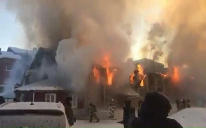 Стало известно о гибели еще одного человека в пожаре, который полыхал накануне в Тарко-Сале