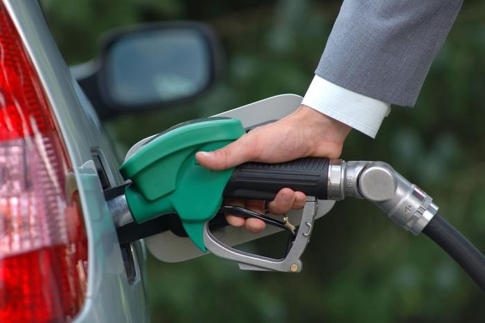 Росстат зафиксировал резкое замедление роста цен на бензин