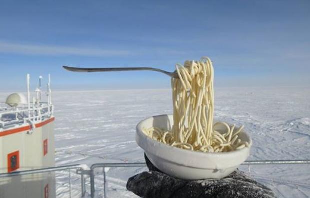 Подостыла: полярники показали, что происходит с едой на 60-градусном морозе