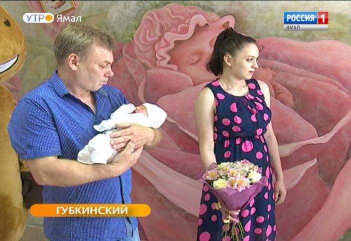 Губкинским новорожденным вручили читательский билет