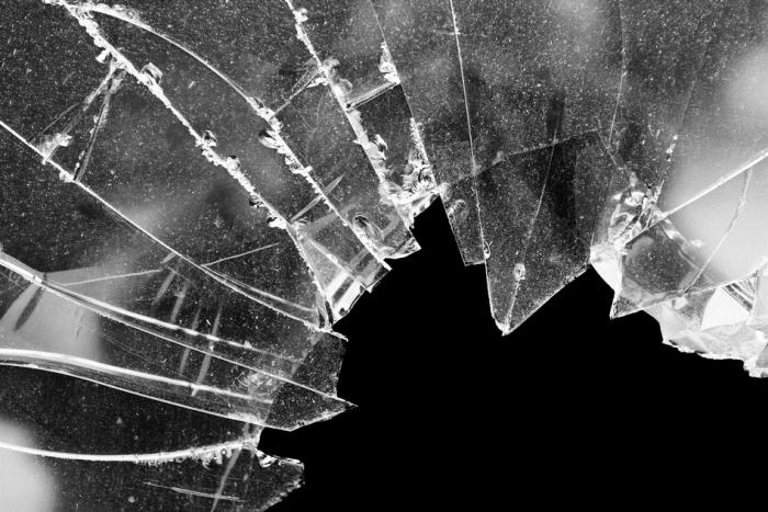 ВНоябрьске силовики спасли мужчину, изрезавшего себя стеклом