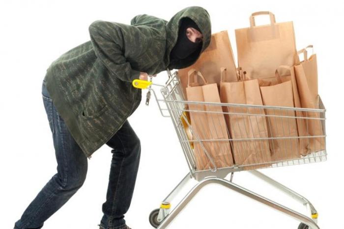 В Ноябрьске полицейские наконец-таки поймали серийного воришку, обокравшего 11 магазинов
