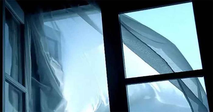 Уже 2 случай за месяц: в Ноябрьске мужчина выпал из окна