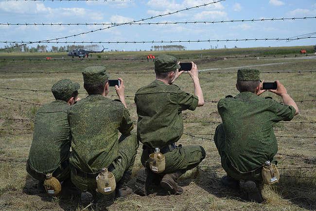 Военнослужащих обяжут отказаться от использования соцсетей