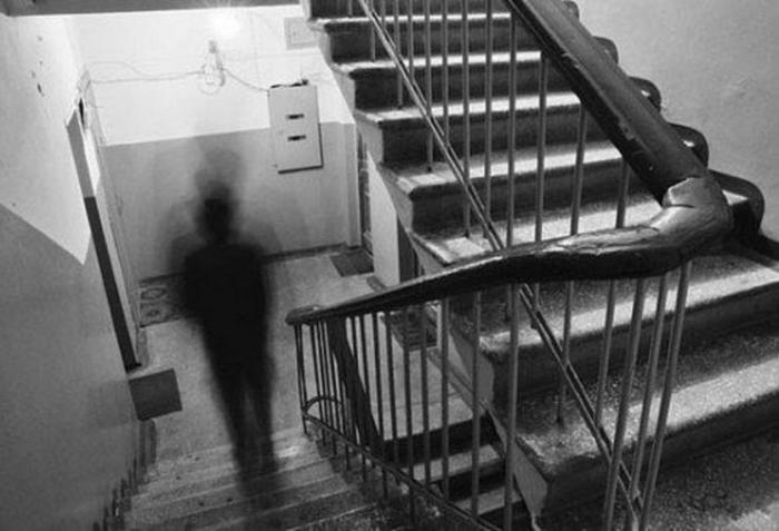 В Новом Уренгое вынесли приговор 35-летнему извращенцу, подстерегавшему в подъезде девочек