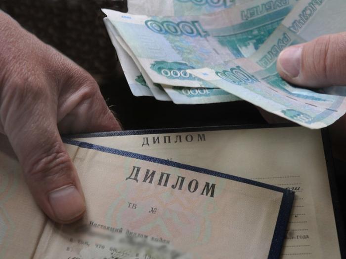 Фальшивый диплом помог ямальцу заработать тысяч рублей