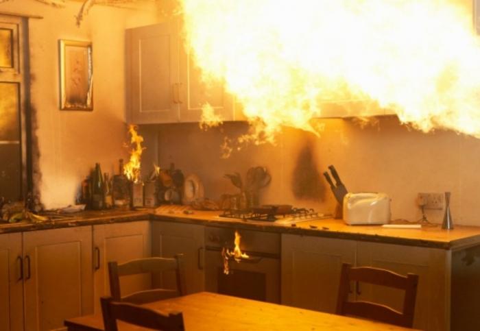 В Надыме загорелась квартира в жилом доме по ул. Геологоразведчиков, есть пострадавшие