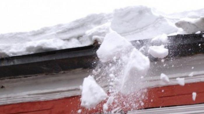 На Ямале под снежной глыбой погибла маленькая девочка