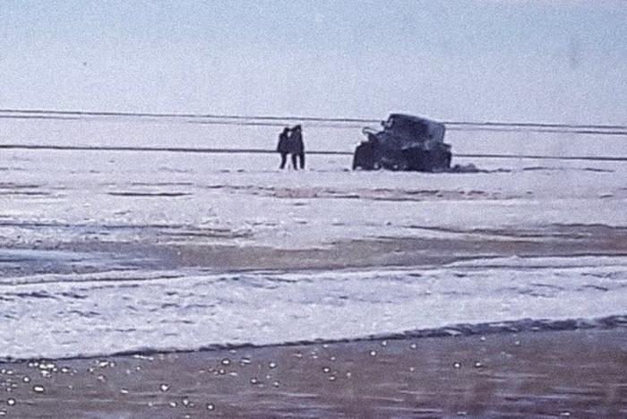 «У папы опускаются руки…». В Ямальском районе двое человек два дня пробыли в ледяном плену
