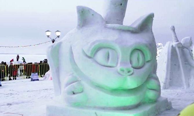 Печально для народа, удивительно для Арктики: фестиваль ледовых скульптур в Карелии растаял за неделю