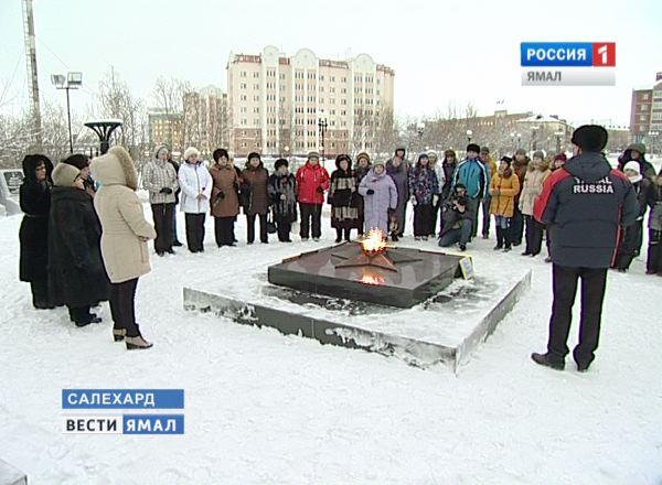 ВСалехарде полицейские отыскали детей, забросавших Вечный огонь снегом