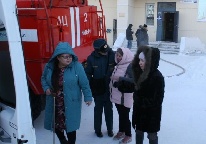 В Надыме пожарные спасли от огня 19 человек