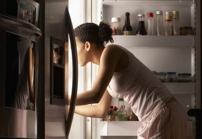 Ученые рассказали, чем грозит калорийный ужин после 6 вечера