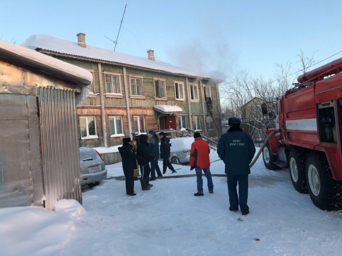 Пожар в Салехарде: на Николаева горит дом