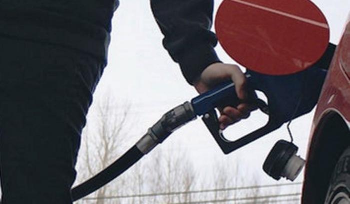 Депутаты предлагают ввести госрегулирование цен на бензин