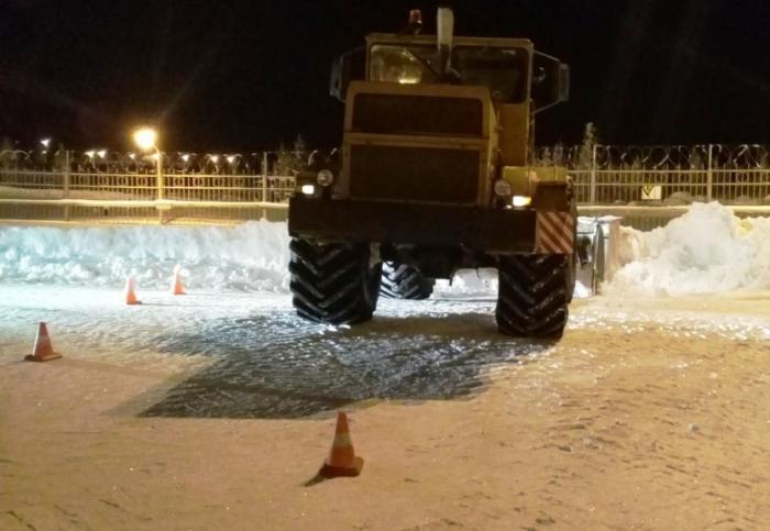 В Тазовском районе трактор наехал на пешехода