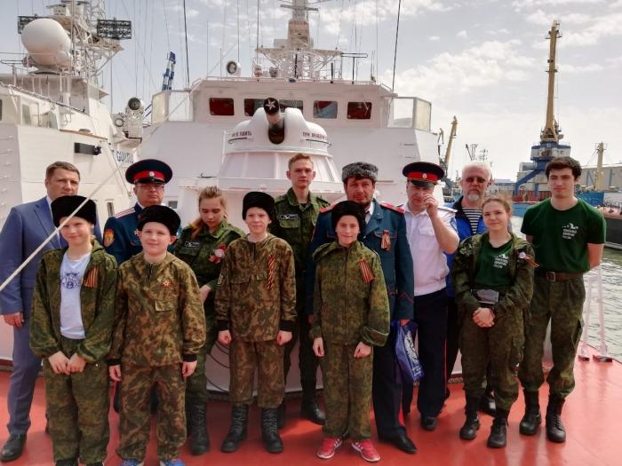 Окружные казаки в Новороссийске познакомились с экипажем сторожевого катера «Ямалец»