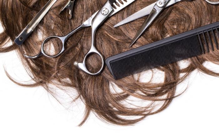 В Новом Уренгое парикмахерская заплатит полмиллиона рублей школьнице