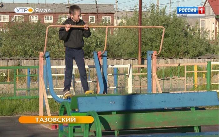 Закрытые спортзалы – не повод переносить тренировки. В Тазовском спорт вышел на улицу