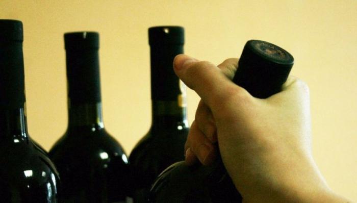 В Салехарде компания любителей выпить обчищала алкомаркет