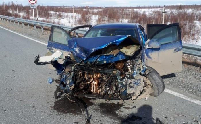 В страшную аварию попала жительница Салехарда и чудом осталась жива