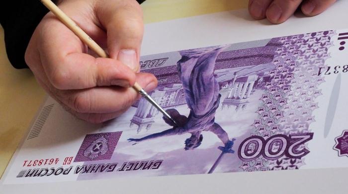 Новые купюры номиналом 200 и 2000 рублей уже завтра выйдут в свет