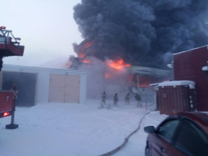 Пожар наскладе стоваром «М.Видео» вЯНАО локализован