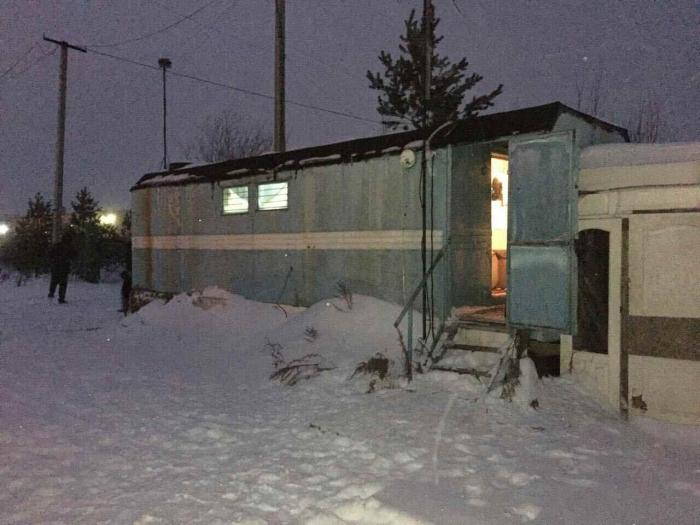 В Ноябрьске в жилом вагончике обнаружены тела мужчины и женщины со следами разложения