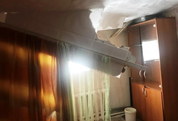 В одном из домов Салехарда от снега буквально проломило потолок
