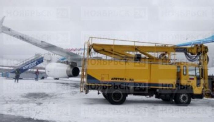 В Ноябрьске машина столкнулась с самолетом