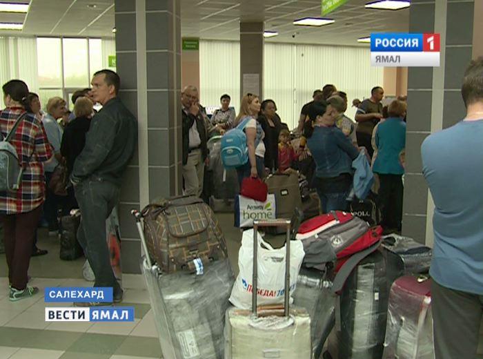 Ваэропорту Салехарда совершил вынужденную посадку самолет Sukhoi SuperJet 100
